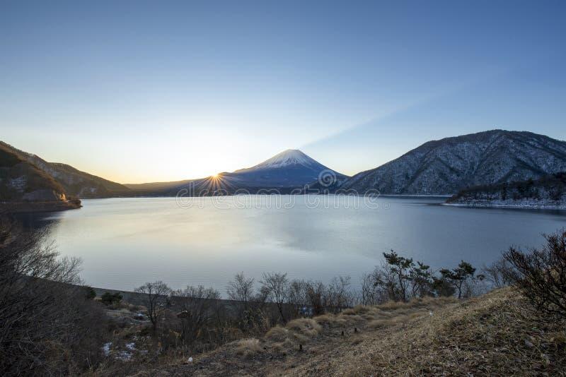 Mt Der Fujisan am Motosu See stockfotografie