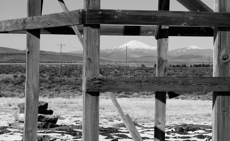 Mt encadré Jefferson dans les frères photographie stock libre de droits
