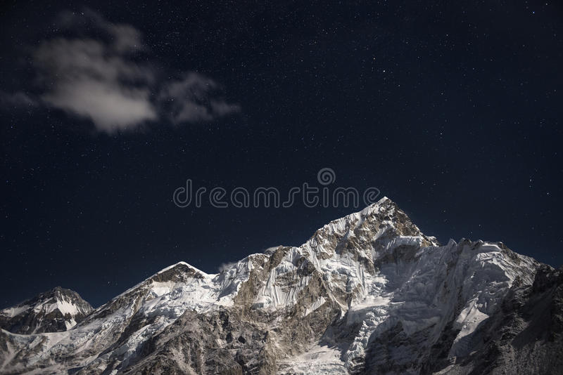 MT Everest en Lhotse onder een ster gevulde nachthemel royalty-vrije stock foto