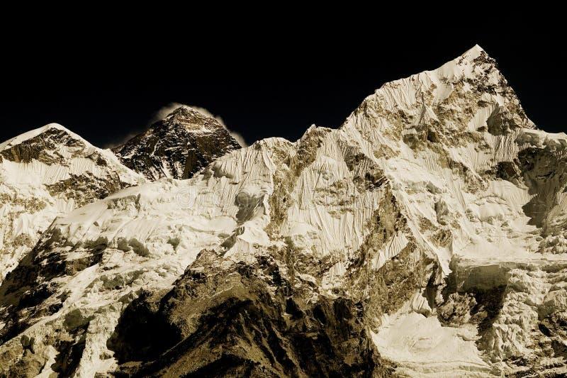 Mt. Everest en Mt. Nuptse stock afbeeldingen