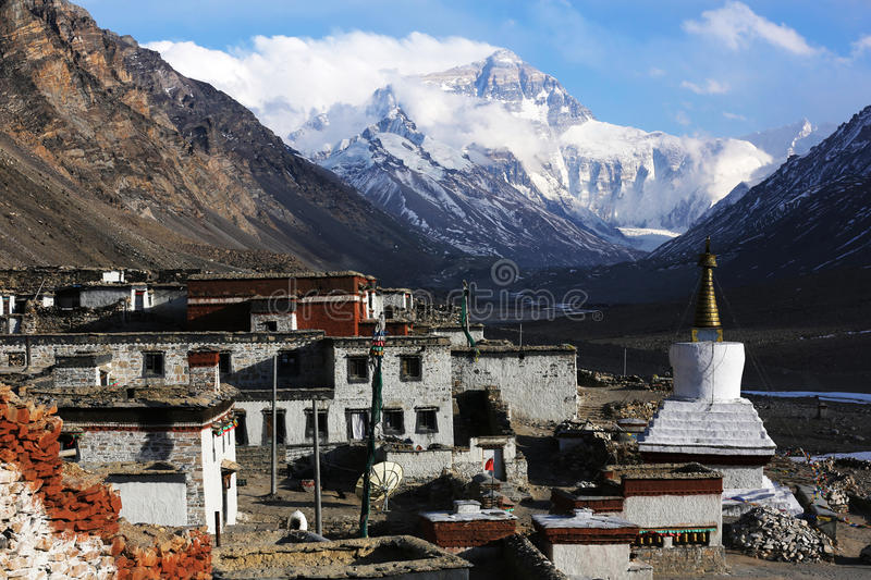 Mt. Everest and flannelette temple. Everest (Qomolangma) referred to Everest, but also Italian translation Everest, Nepal called Sacramento Mata Peak, also known royalty free stock photography