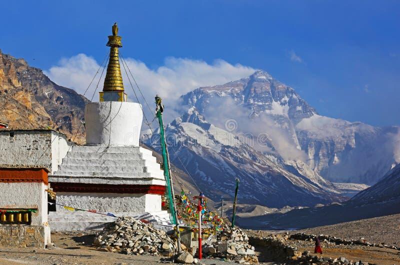 Mt. Everest i flannelette świątynia zdjęcie stock