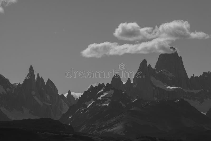 Mt Fitz Roy y Cerro Torre, montañas rugosas de la Patagonia la Argentina imagen de archivo libre de regalías