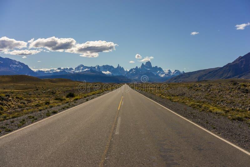Mt Fitz Roy y Cerro Torre, montañas rugosas de la Patagonia la Argentina foto de archivo