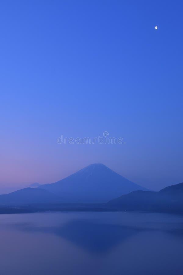 Mt Fuji al momento blu fotografia stock libera da diritti
