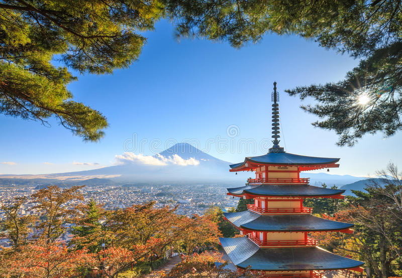 Mt Fuji avec la pagoda de Chureito, Fujiyoshida, Japon images stock