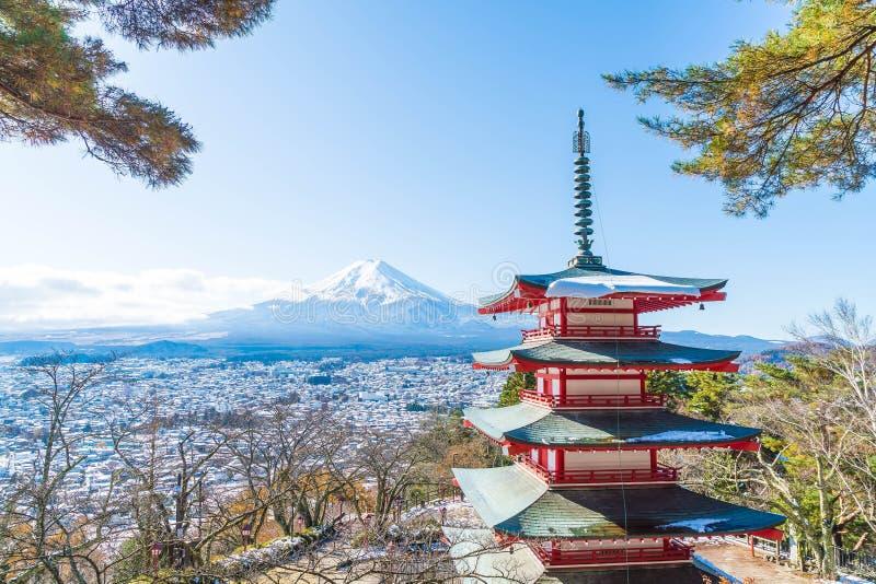 Mt Fuji com o pagode de Chureito no outono, Fujiyoshida fotos de stock royalty free