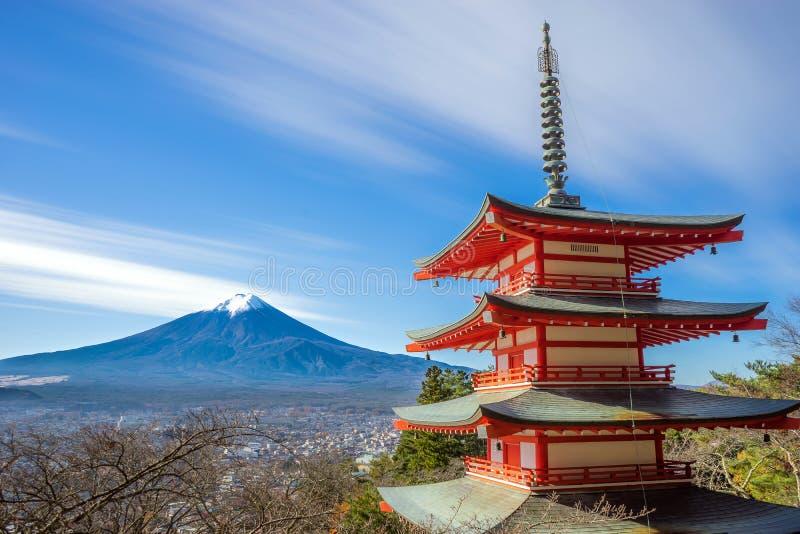 Mt Fuji con la pagoda de Chureito imagenes de archivo