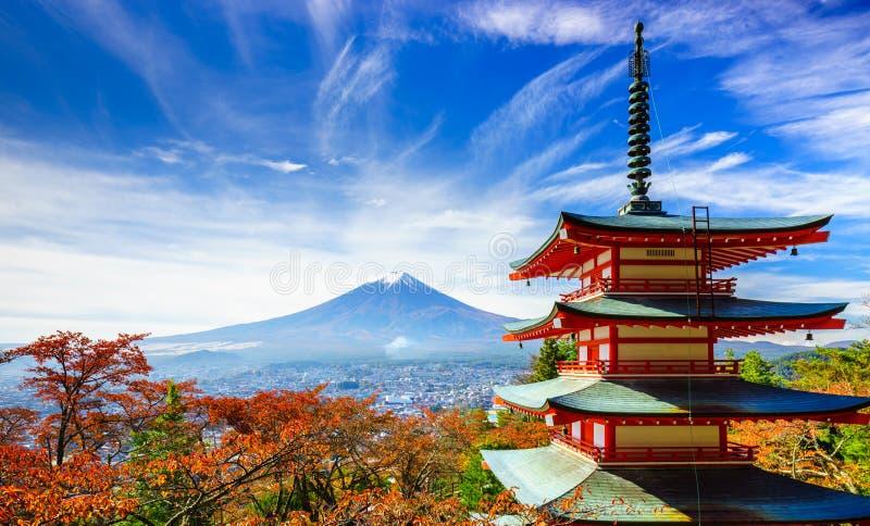 Mt Fuji con la pagoda de Chureito, Fujiyoshida, Japón fotos de archivo libres de regalías