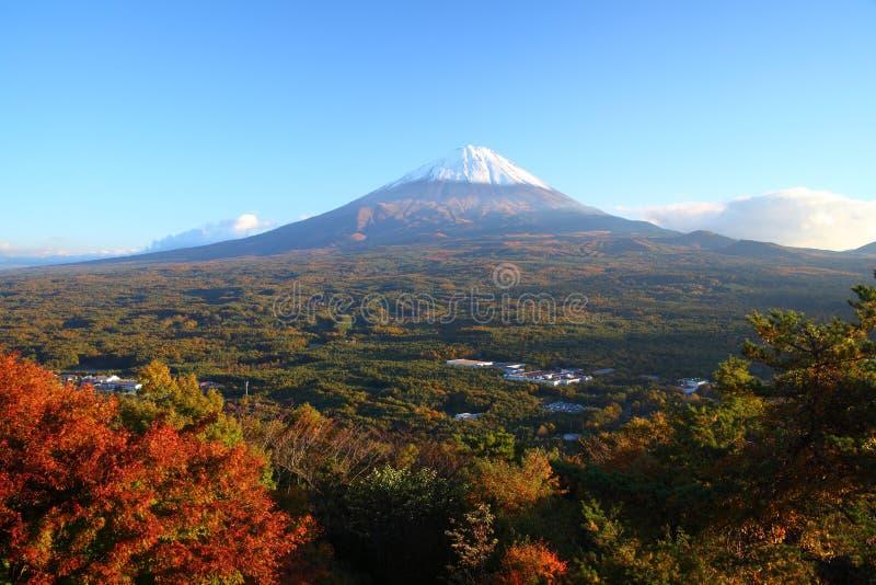 Mt. Fuji in de herfst stock afbeelding