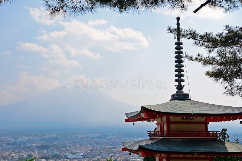 Mt Fuji e la pagoda di Chureito, Fujiyoshida, Giappone fotografia stock libera da diritti