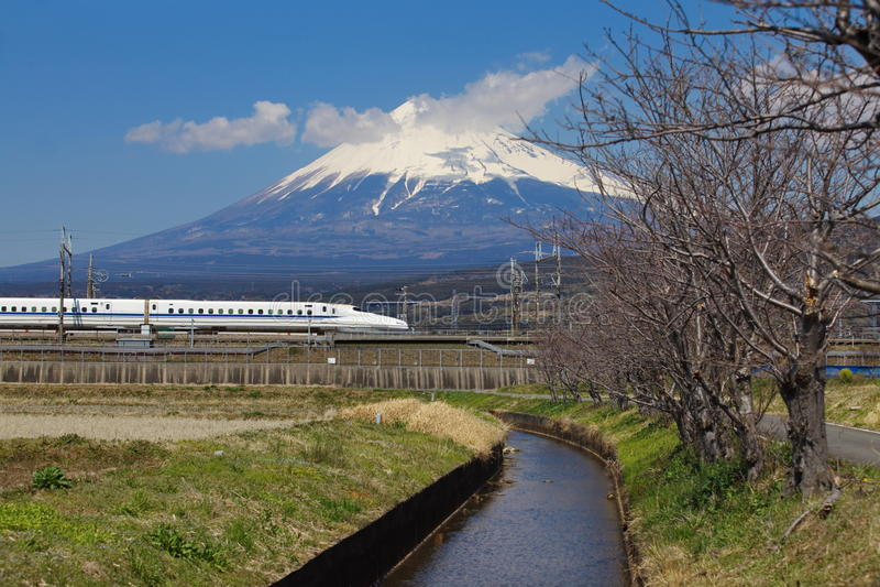 Mt Fuji e Tokaido Shinkansen fotografie stock libere da diritti