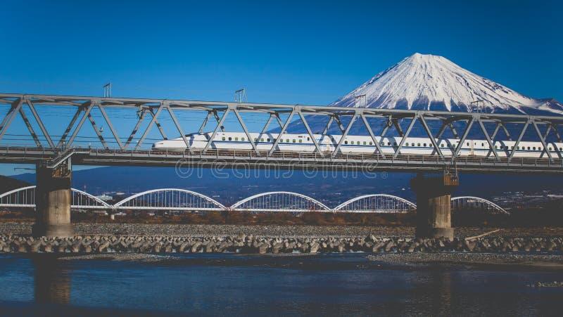 Mt Fuji e Tokaido Shinkansen fotografia stock