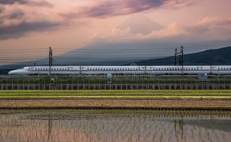 Mt Fuji e Tokaido Shinkansen immagine stock