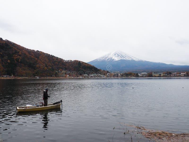 Download MT Fuji en meerkawaguchiko redactionele fotografie. Afbeelding bestaande uit achtergrond - 114226927