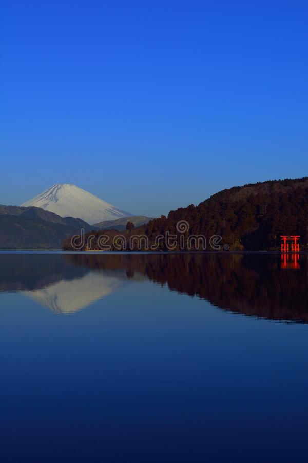 MT Fuji en Torii van Vrede van Meer Ashi Hakone Japan royalty-vrije stock fotografie