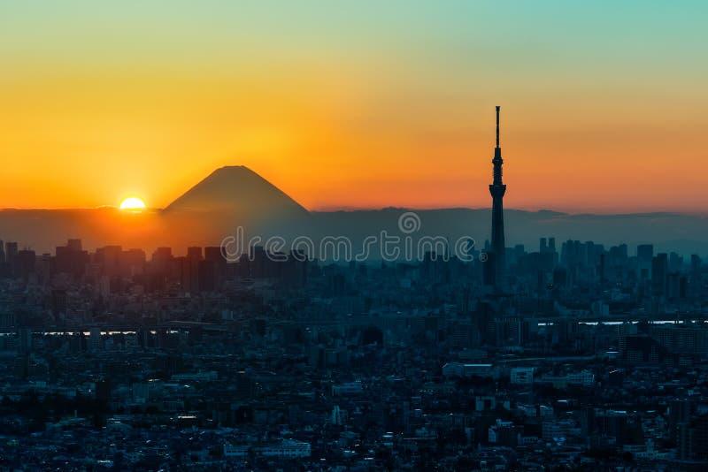 Mt Fuji et arbre de ciel de Tokyo dans le coucher du soleil, Tokyo image libre de droits