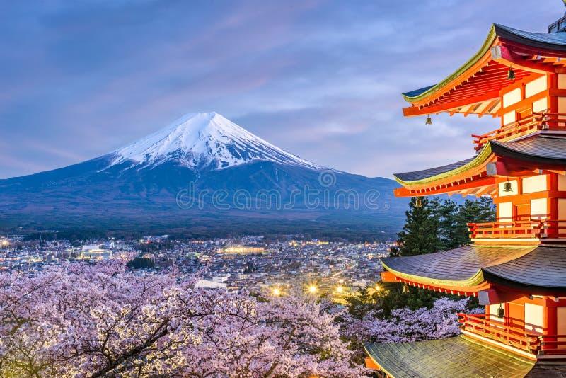 Mt Fuji, Giappone durante la stagione primaverile fotografie stock