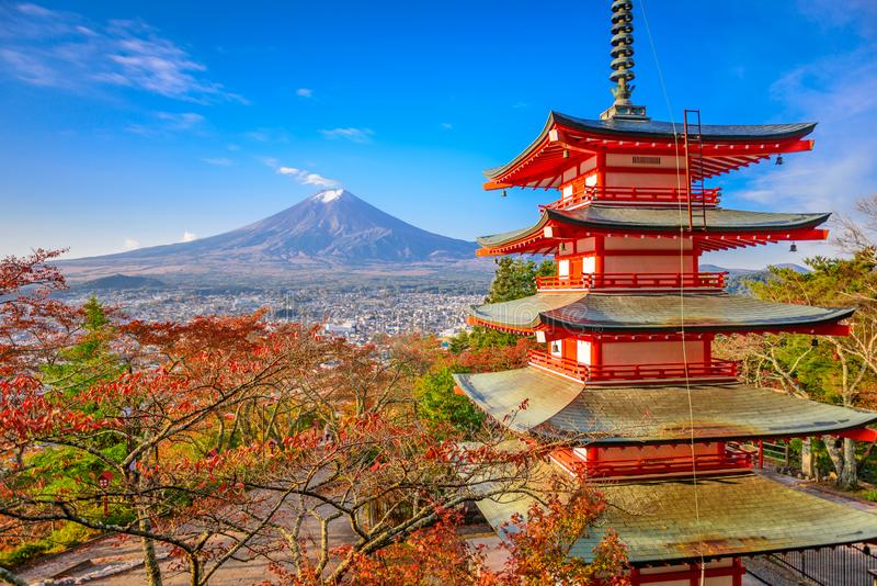 Mt Fuji, Japan von Chureito-Pagode stockfoto