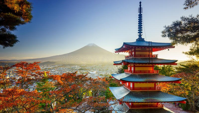 MT Fuji met Chureito-Pagode, Fujiyoshida, Japan stock afbeeldingen