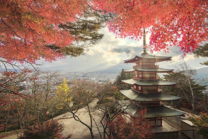 MT Fuji met dalingskleuren in Japan royalty-vrije stock afbeelding
