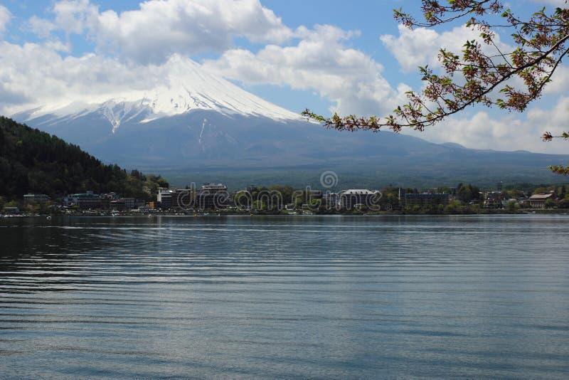 Mt Fuji nel lago Kawaguchi fotografia stock libera da diritti