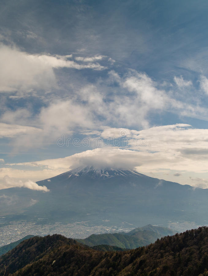 MT Fuji plus Wolken stock afbeelding