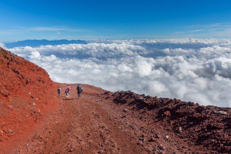 Mt Fuji s'élevant, Yoshida Trail, Japon photographie stock
