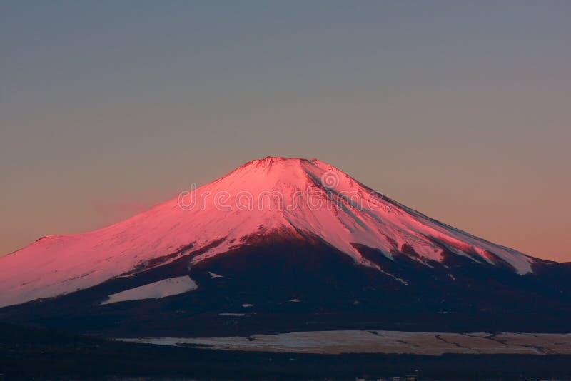 Mt. Fuji vía el lago Yamanaka fotografía de archivo libre de regalías