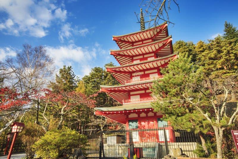 Mt Fuji z spadków kolorami w Japan zdjęcie royalty free