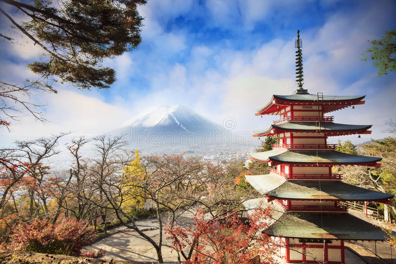Mt Fuji z spadków kolorami w Japan obrazy royalty free