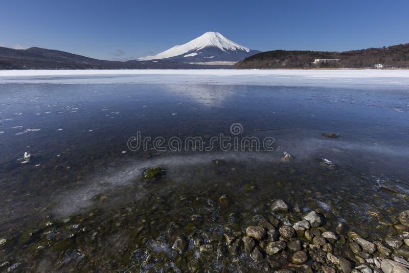 Mt Fuji zimy sezonu strzelanina od Jeziornego Yamanaka Yamanashi, J obraz royalty free