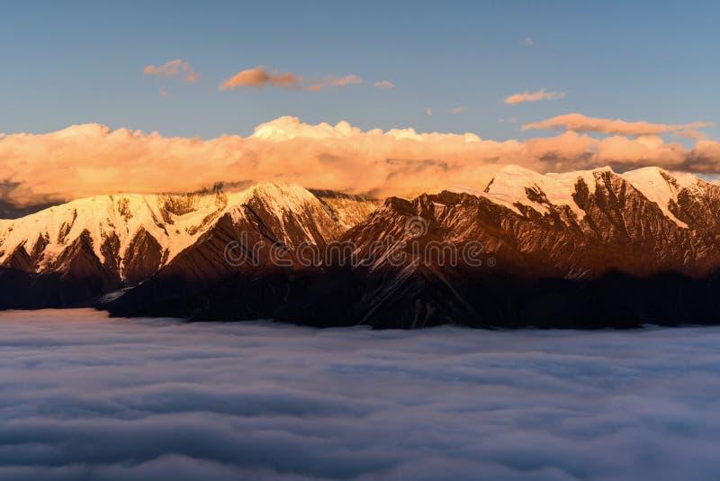 Mt Gongga al tramonto fotografia stock libera da diritti