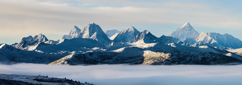 Mt Gongga nad morze chmury zdjęcia stock