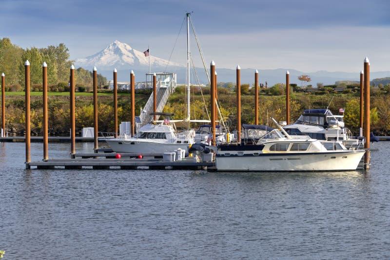 Mt Haube und ein Jachthafen Vancouver Washington stockbild