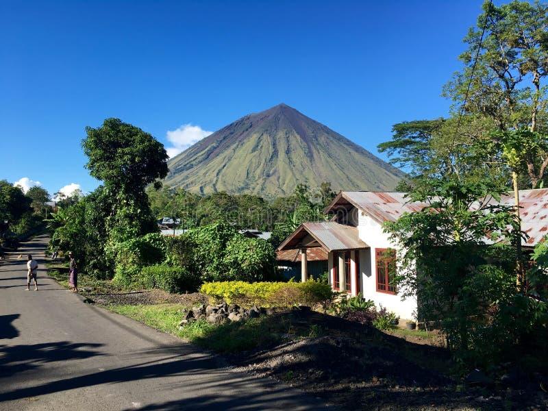 Mt Inerie en Flores, Indonesia foto de archivo