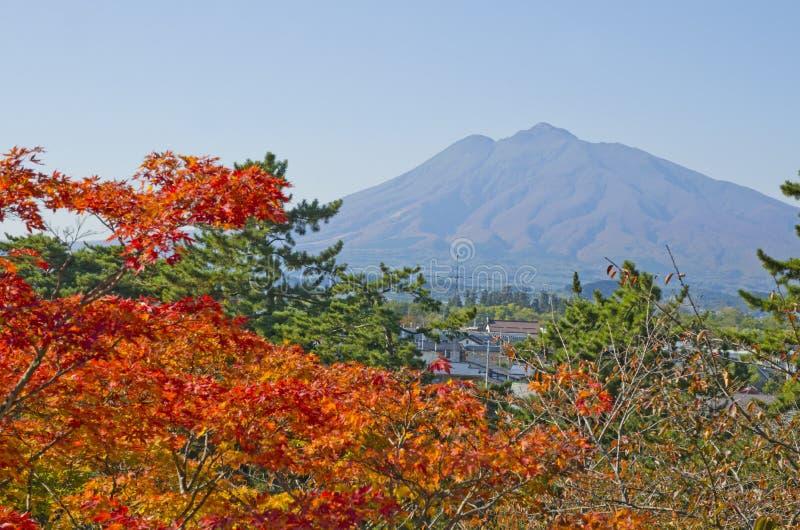 Mt Iwaki en el otoño imagenes de archivo