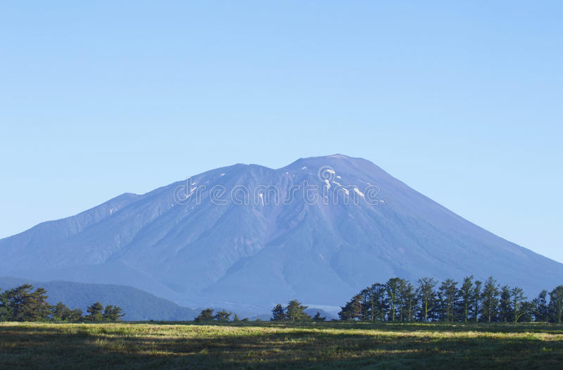 Mt.Iwate et ciel bleu image libre de droits