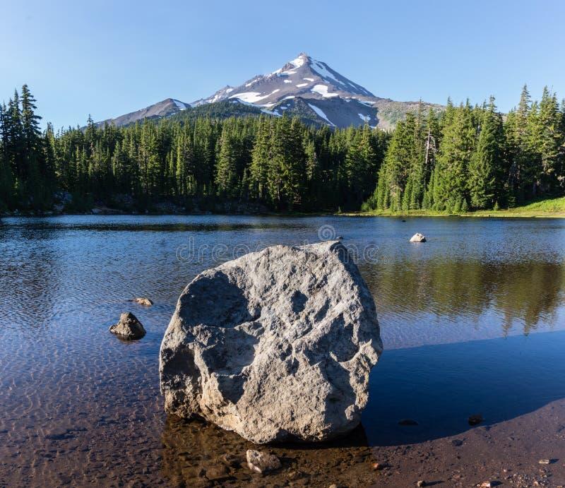 Mt Jefferson Reflection imagenes de archivo