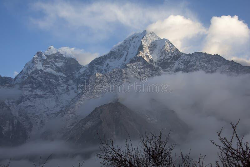 Mt Kangtega und Thamserku stockfoto