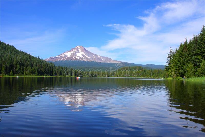 Mt. kap bij Meer Trillium stock afbeelding