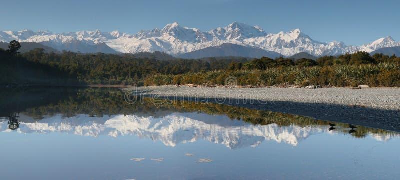 Mt. Koch und Mt. Tasman, Westküste Neuseeland lizenzfreies stockfoto