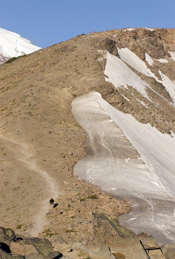 Mt. Más lluvioso y caminante imagenes de archivo