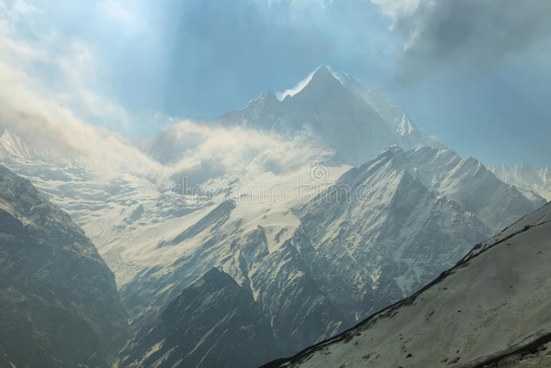 Mt Machapuchare视图在尼泊尔 免版税库存图片
