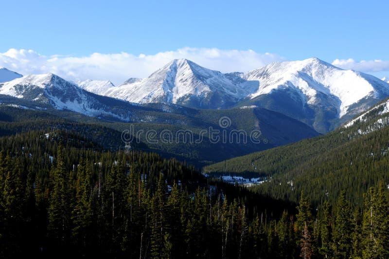 Montanhas da mola foto de stock
