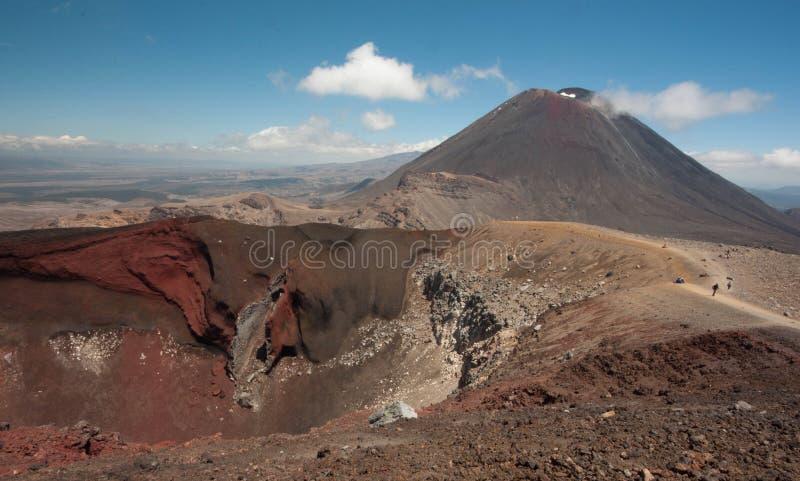 Mt Ngauruhoe от скрещивания Tongariro стоковые фотографии rf
