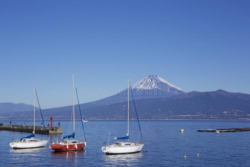 Mt Opinião de Fuji da baía de Suruga em Japão imagem de stock royalty free