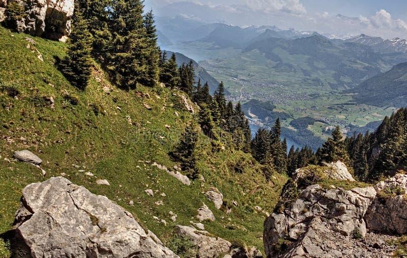 Mt Pilatus est une destination de touristes populaire dans le pays européen de la Suisse photographie stock libre de droits