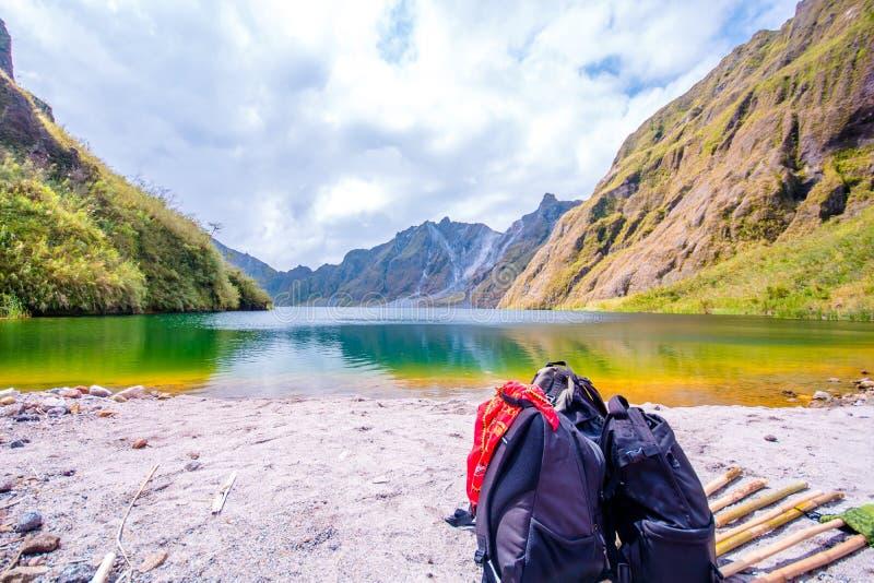 Mt Pinatubo kratersjö, en härlig katastrof fotografering för bildbyråer
