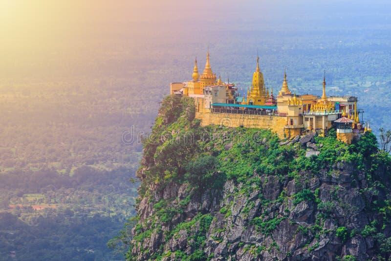 Mt Popa或登上Popa家的nat缅甸人 免版税库存照片